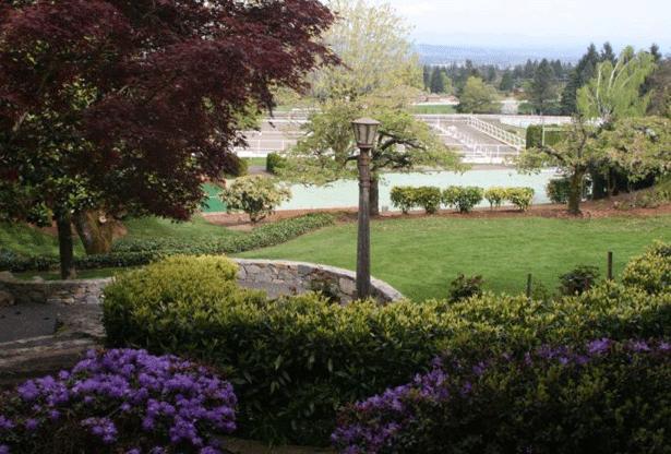 Quailhurst-Gardens-&-Dressage-Arena